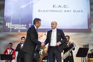 Danilo Gigante, presidente di International Broker Art sul palco di Montecarlo con Ezio Greggio