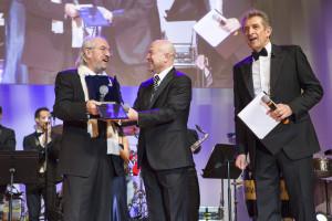 Vittorio Storaro premiato a Montecarlo. Con Antonio Morabito ed Ezio Greggio. Sul palco anche Danilo Gigante.