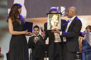 Danilo Gigante premia Carol Alt all'EAC di Montecarlo